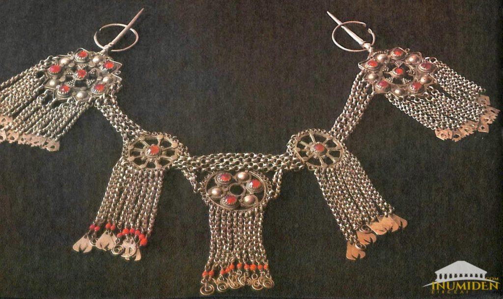 plastron bijoux